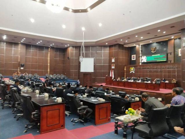 Rapat Paripurna mengenai penjelasan walikota serang atas raperda usul walikota serang