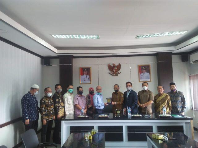 Menerima Kunjungan Kerja BAPEMPERDA DPRD Kota Palembang